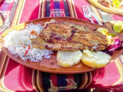 Almoço em Taquile: truta grelhada